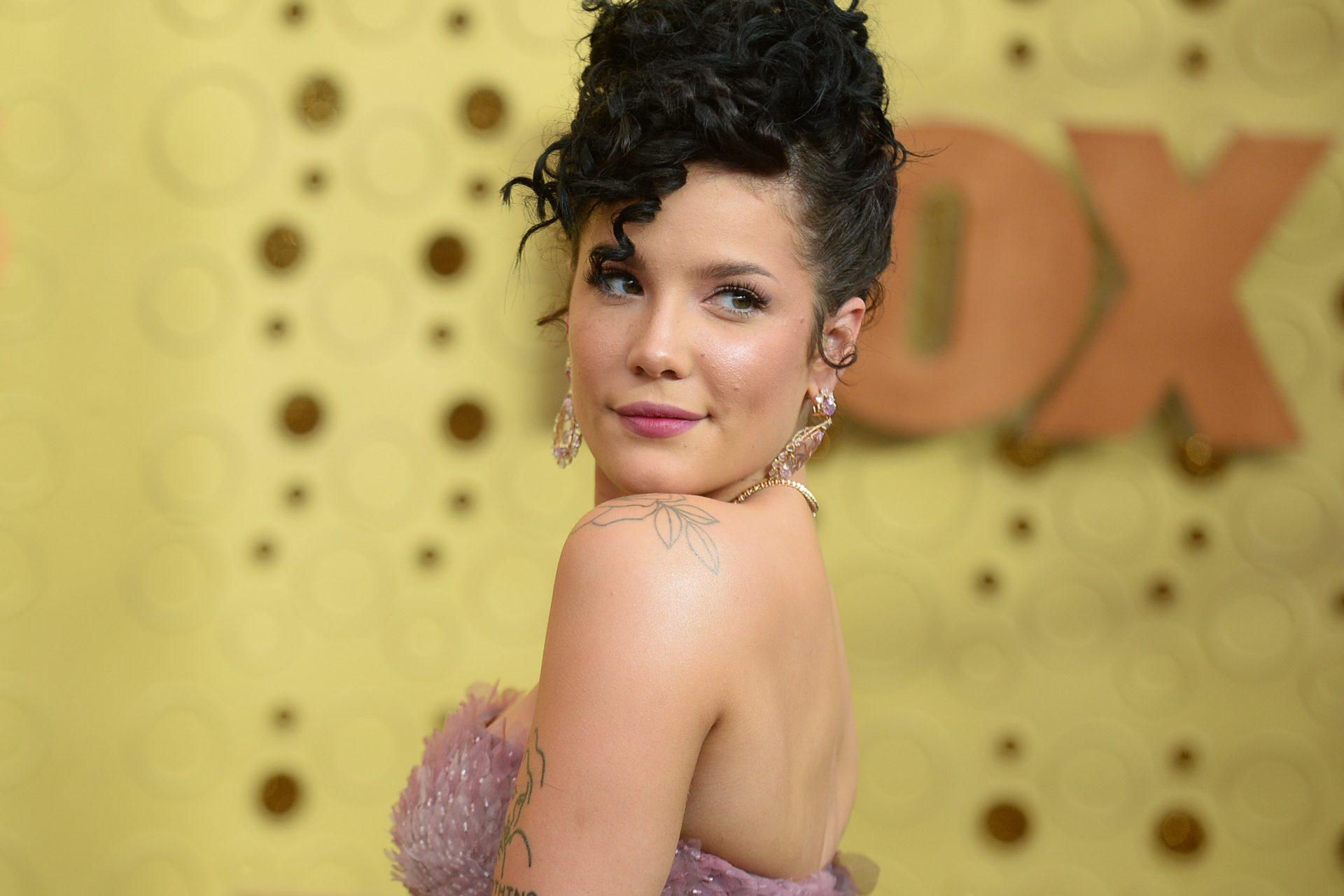 Halsey, the superstar who prefers to be a mom: finally it's happening!
